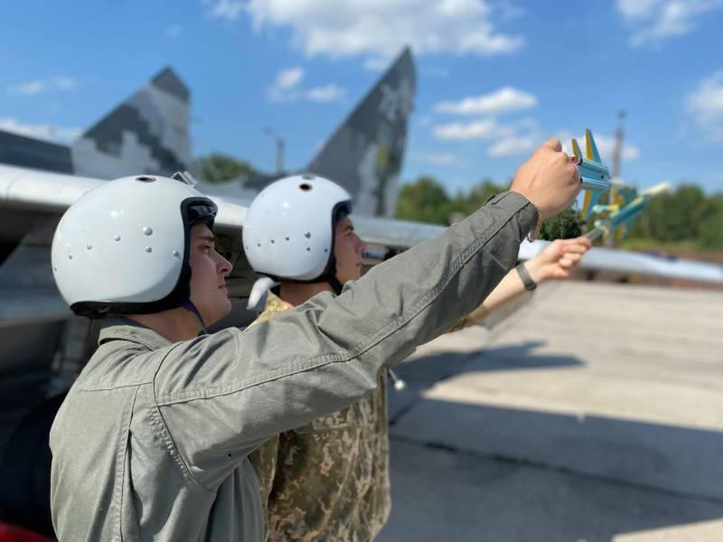 ВВС Украины столкнулись с нехваткой авиатоплива, подписано соглашение с Азербайджаном о поставках авиационного керосина