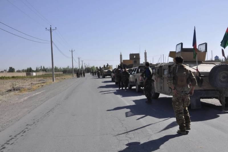 На границе с Узбекистаном скопились сотни афганских военных, бежавших из Мазари-Шарифа