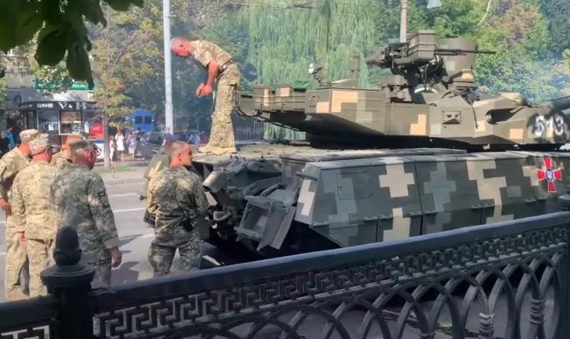 Украинский танк Т-84БМ «Оплот» сломался во время репетиции военного парада в Киеве