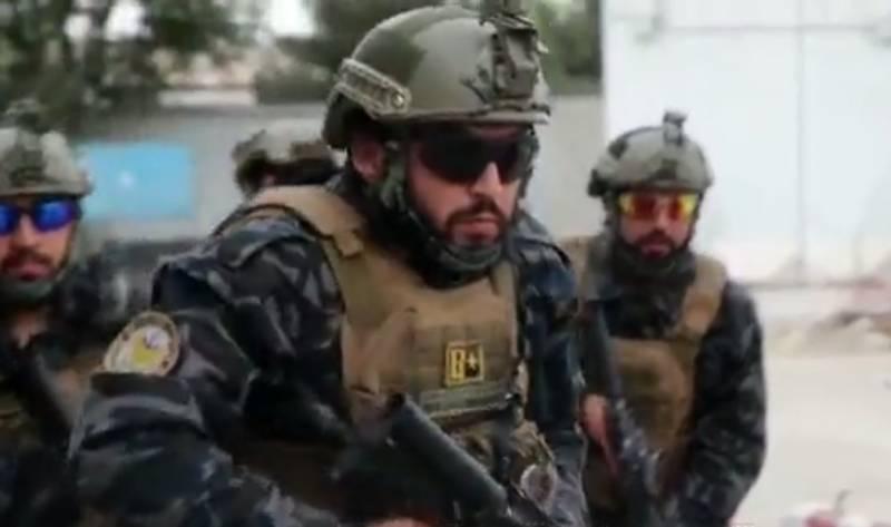 «Талибы «потешаются» над Америкой»: боевики оделись в трофейную форму армии США