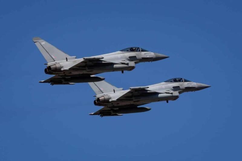 К воздушной части военного парада в Киеве привлекли авиацию «стран-партнёров»