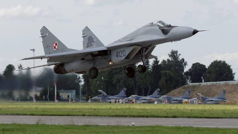 Польский генерал: В случае войны с Россией наши аэродромы продержатся максимум пару дней