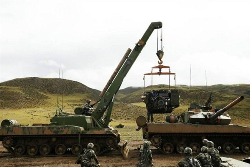 Индийские эксперты: Ремонт китайских танков Type 15 в Тибете не входил в сценарий учений, они выходили из строя по-настоящему