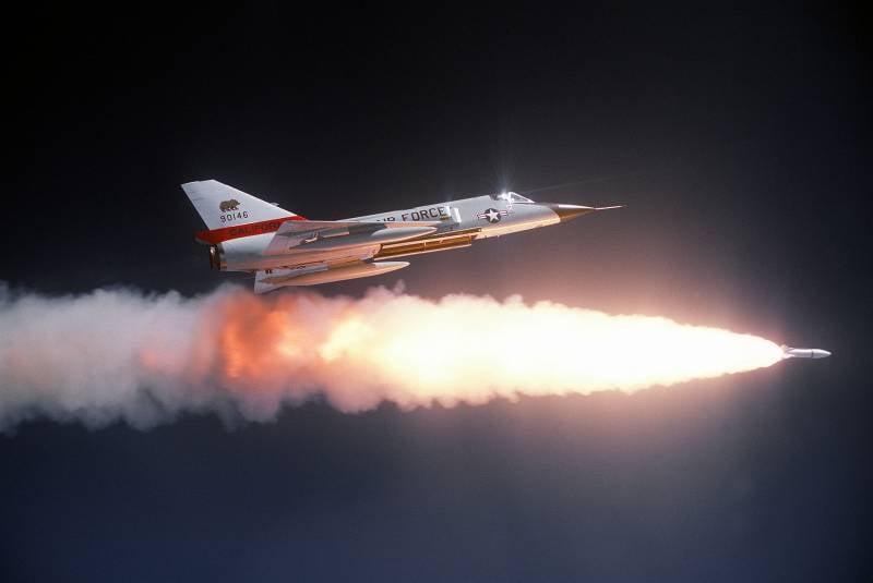 Первая в мире ядерная ракета класса воздух-воздух