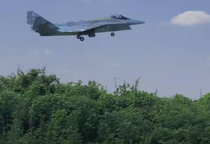 Авиамоделисты создали и подняли в воздух модель перспективного российского истребителя Су-75 The Checkmate