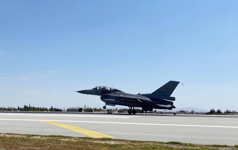 «Десятки звёзд на фюзеляже»: Пользователи обратили внимание на Су-25 ВВС Азербайджана, участвующие в совместных с Турцией учениях