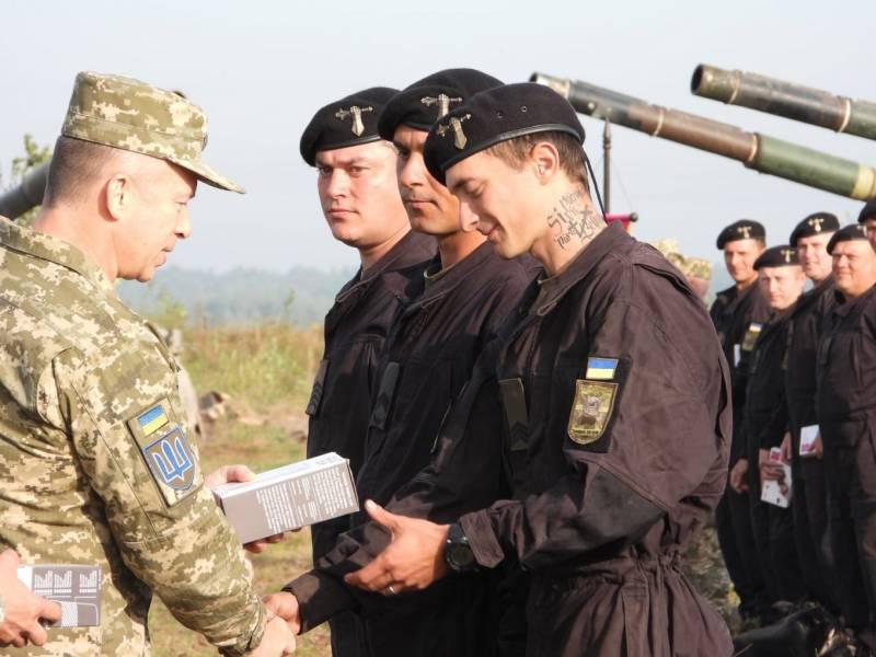 «Ждём лучшего сержанта с татуировкой во всё лицо»: украинцы реагируют на награждение лучших танкистов в ВСУ