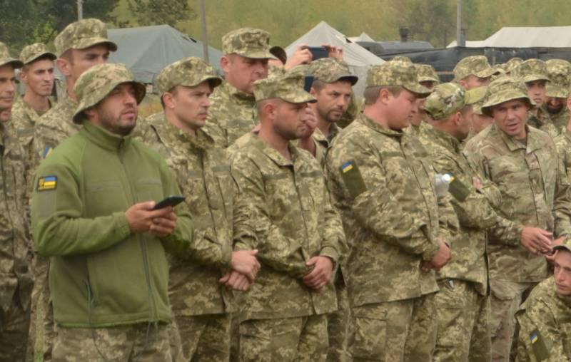 «Один с бутылкой, другой с телефоном»: украинцы комментируют строй резервистов, которым «поднимали боевой дух»