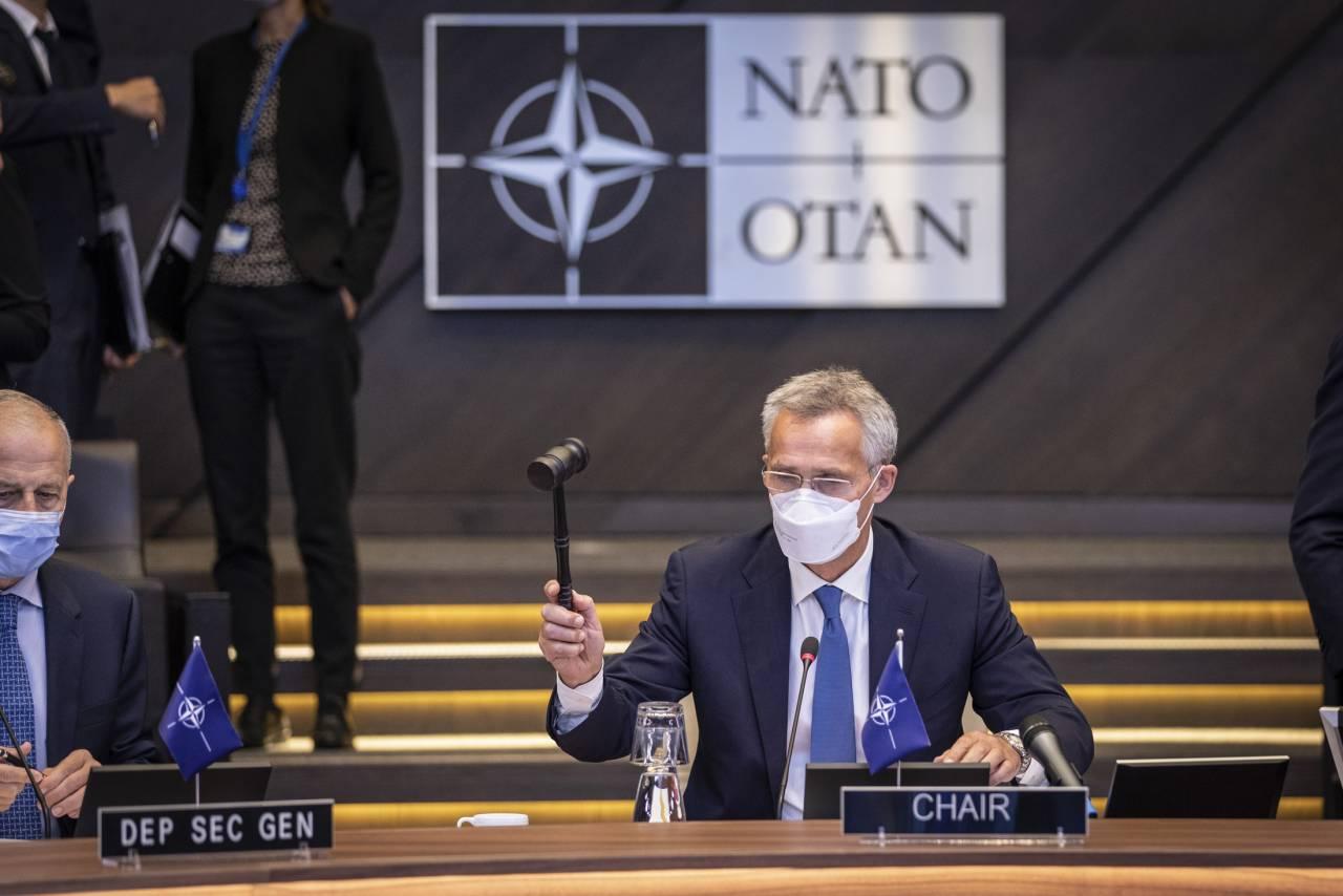 Россия зеркально ответит на высылку российских дипломатов из НАТО