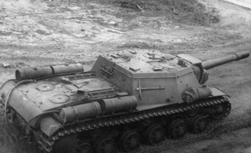 От тройного орудийного варианта - к пушке МЛ-20: создание и применение самоходной установки СУ-152